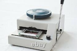 Pvc ID Carte De Crédit Embossing Machine Offre Un Total De 80 Caractères Mot